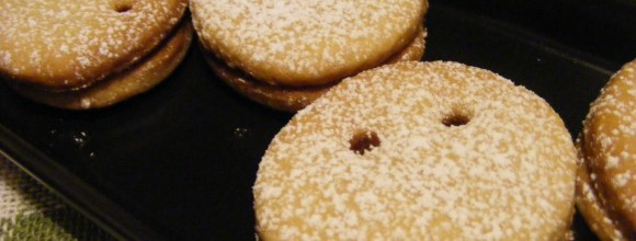 sprinkle some icing sugar on top of the cookies
