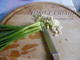 cut the spring onion into small pieces